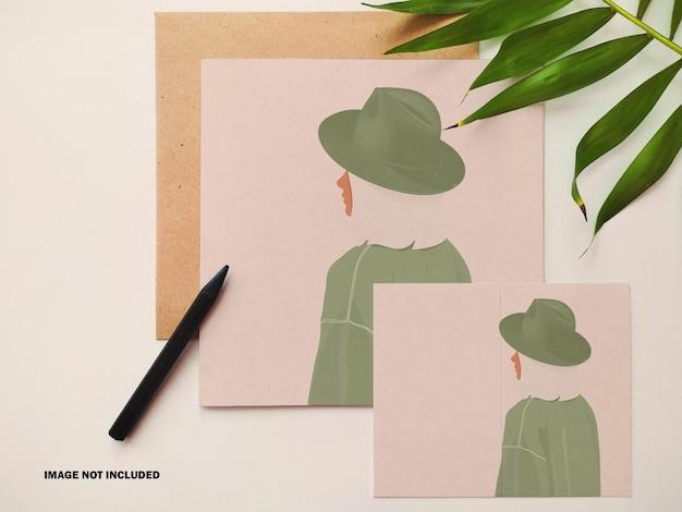 Kwadratowe i pionowe kartki z życzeniami z makietą koperty
