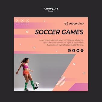 Kwadratowy szablon ulotki dla piłki nożnej