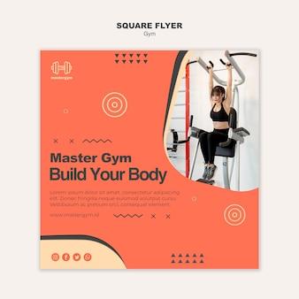 Kwadratowy szablon ulotki do treningu na siłowni