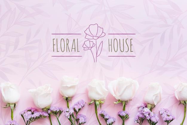 Kwiatowy butikowy dom i białe kwiaty