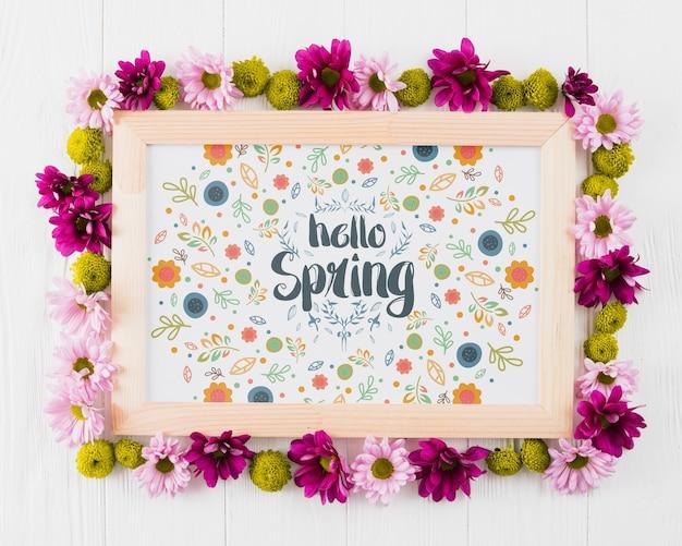 Kwiatowy skład ramki na wiosnę