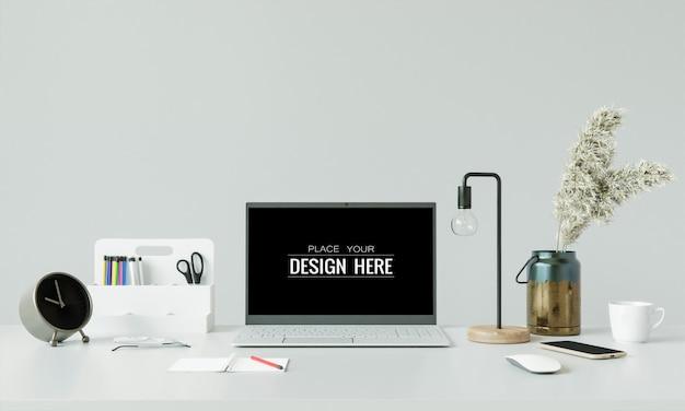Laptop na biurku w makiecie obszaru roboczego