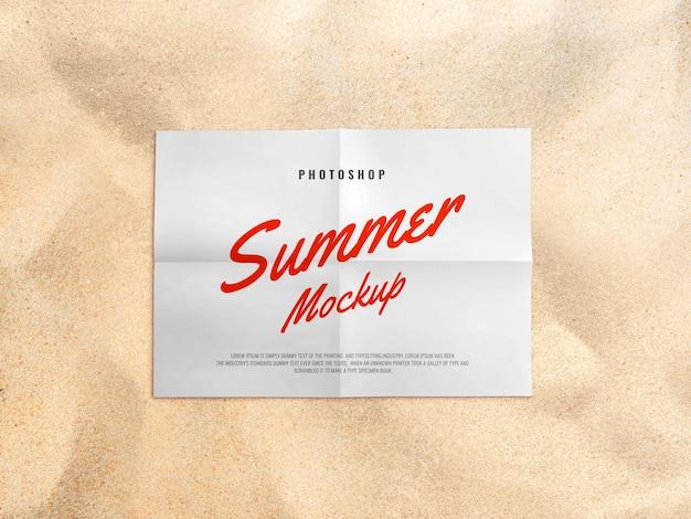 Letnia makieta papieru na plaży