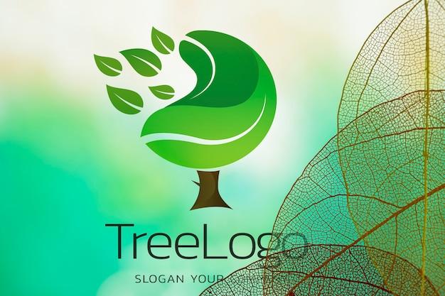 Logo drzewa z półprzezroczystymi liśćmi