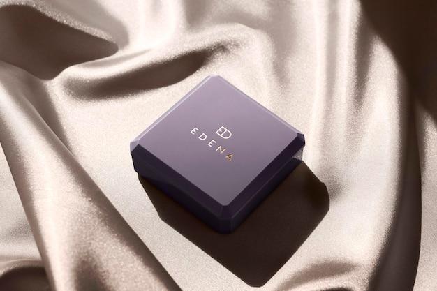 Logo makieta luksusowa biżuteria w kwadratowe pudełko