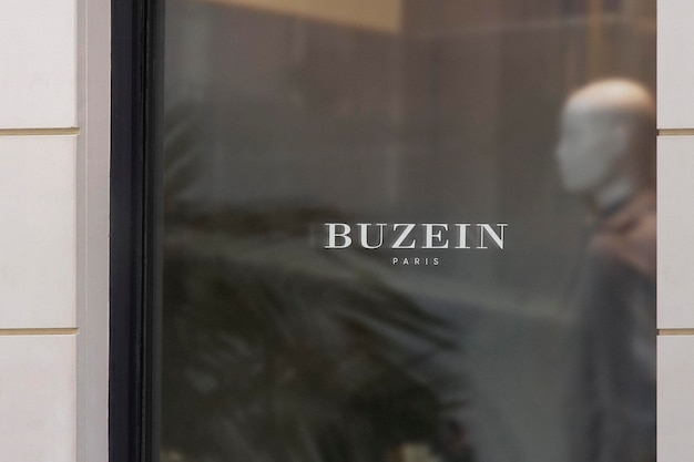 Logo makieta luksusowe okno znak biała ściana