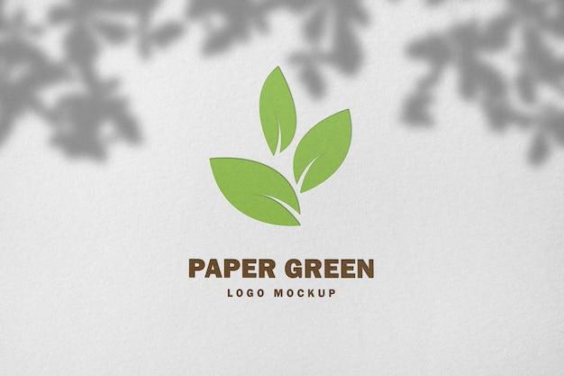 Logo makieta tłoczenia na białym papierze z cieniem w renderowaniu 3d