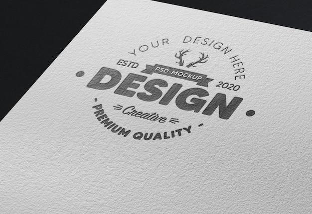 Logo na papierowej makiecie