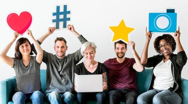 Ludzie z koncepcją mediów społecznościowych