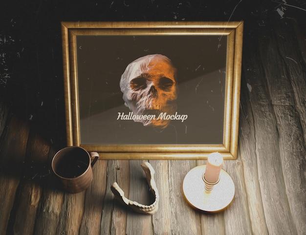 Ludzka żuchwa na stole z makietą czaszki