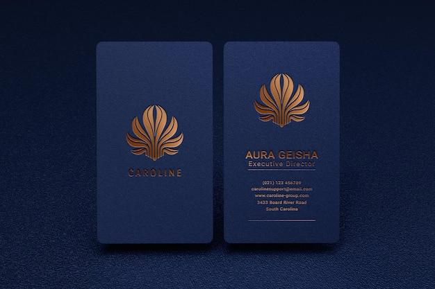 Luksusowa i nowoczesna makieta logo na pionowej wizytówce