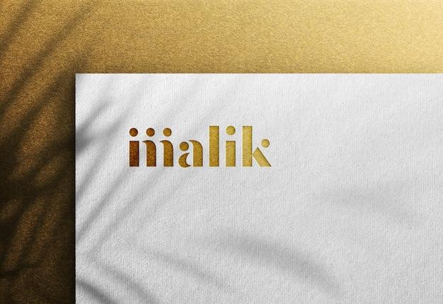Luksusowa makieta logo na białym papierze rzemieślniczym