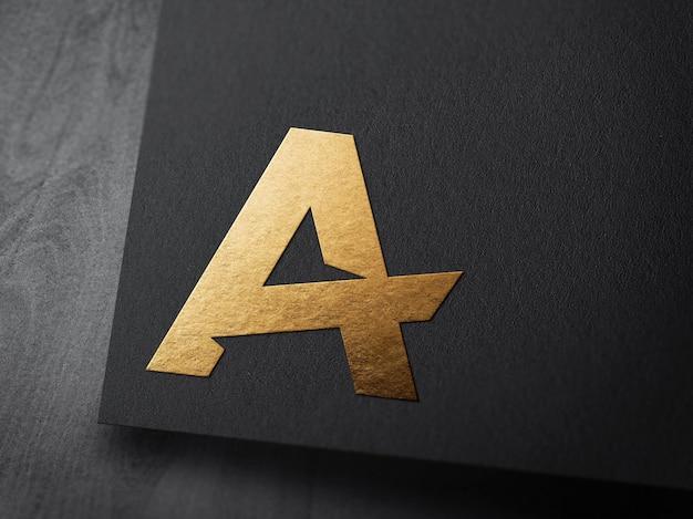 Luksusowa makieta logo na czarnym papierze z wytłoczonym złotem