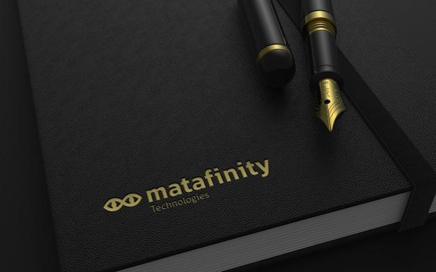Luksusowa makieta logo na notatniku z wiecznym piórem