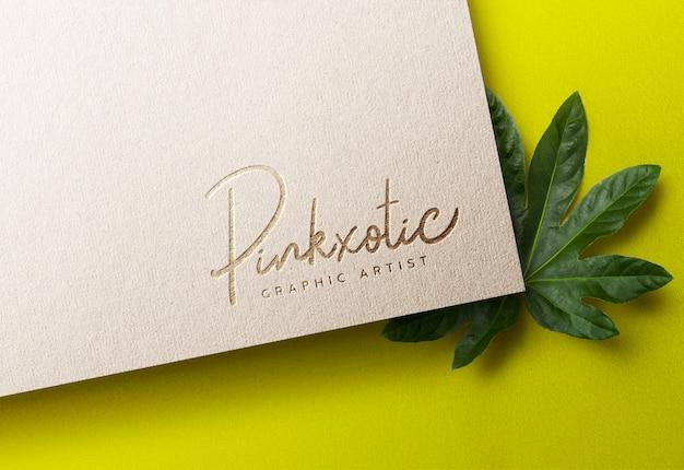 Luksusowa makieta logo na papierze rzemieślniczym