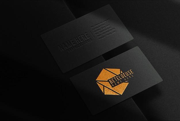 Luksusowa makieta z wytłoczoną wizytówką z widokiem na wizytówkę