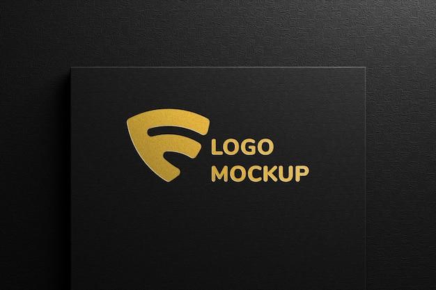 Luksusowa wytłoczona makieta logo ze złotej folii na czarnym papierze