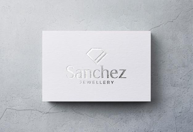 Luksusowe logo makieta na białej wizytówce