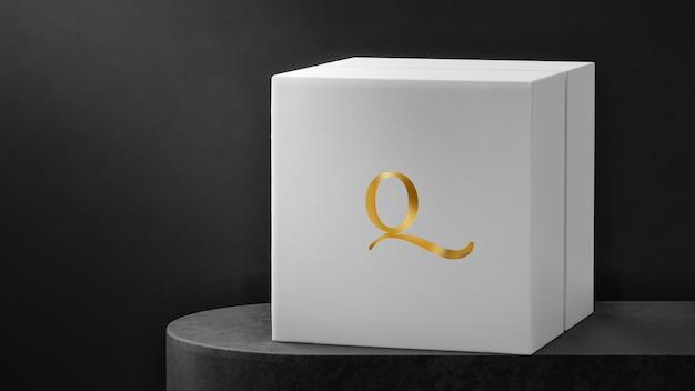 Luksusowe pudełko na zegarek z białą biżuterią z logo makiety
