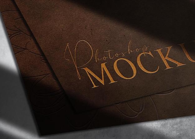 Luksusowe zbliżenie skórzane wytłoczone logo papierowa makieta widok perspektywiczny