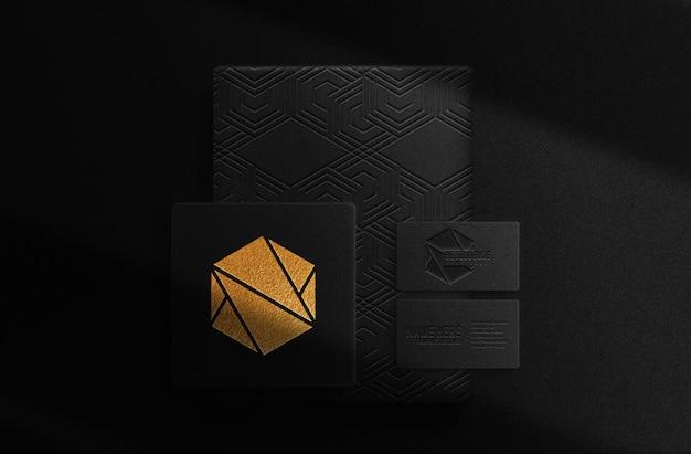 Luksusowe złote tłoczone pudełko i makieta wizytówki