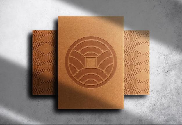 Luksusowy brązowy papier z wytłoczonym papierem makieta z widokiem z góry