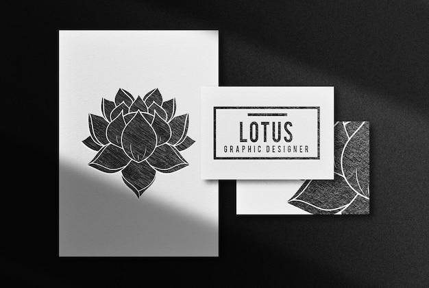 Luksusowy lotos narysowany makieta wytłoczona ołówkiem