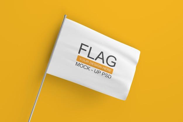 Macha makietą flagi