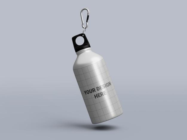 Makieta aluminiowej butelki wody na białym tle
