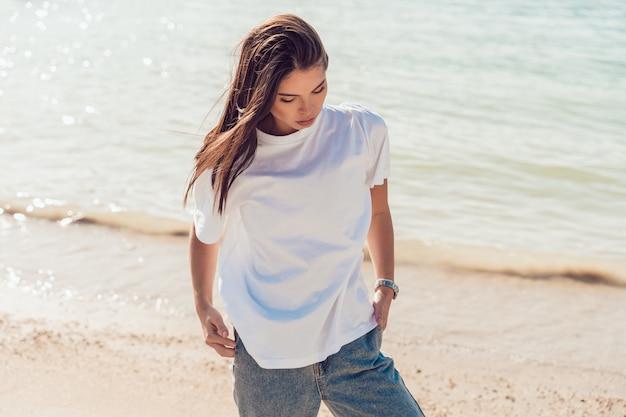 Makieta białej koszulki