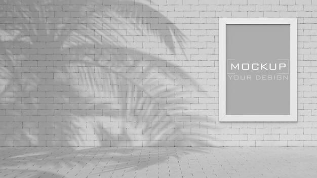 Makieta białej ramki na ścianie z cegły z cieniem palmy kokosowej