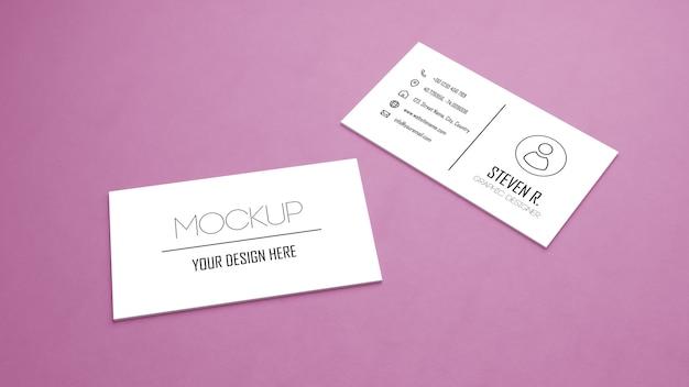Makieta biały wizytówki układania na różowy kolor tabeli