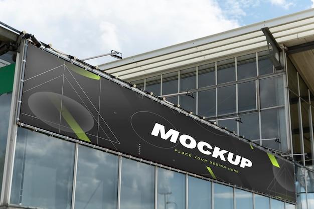 Makieta billboardu w marketingu ulicznym w świetle dziennym
