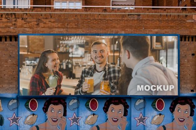 Makieta billboardu w środowisku miejskim