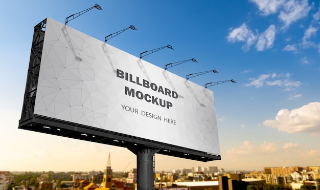 Makieta billboardu wyświetlana na tle nieba