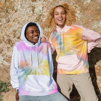 Makieta bluzy z kapturem w kolorowy nadruk tie dye