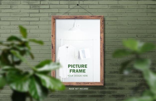 Makieta brązowej drewnianej ramki na zdjęcia