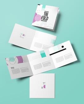 Makieta broszury kwadratowej trifold na białym tle