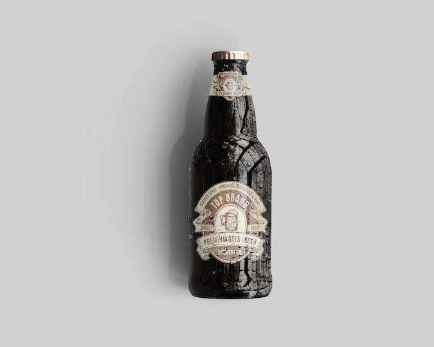 Makieta butelki piwa ze szkła bursztynowego z kroplami wody - widok z góry
