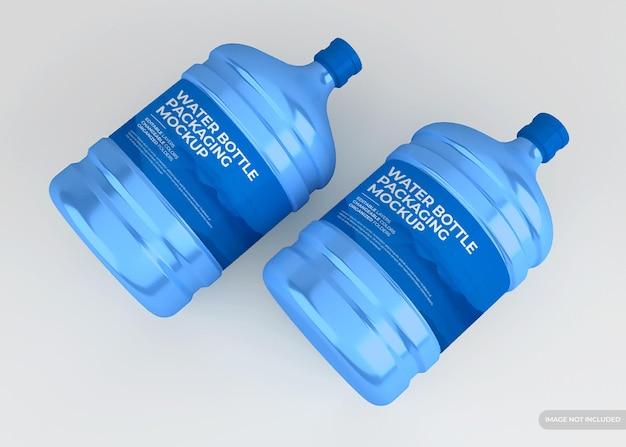 Makieta butelki wody na białym tle