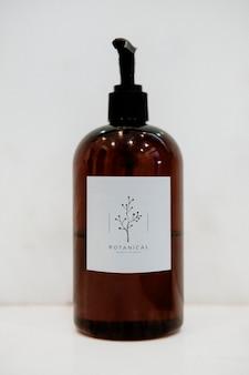 Makieta butelki z organicznym produktem botanicznym