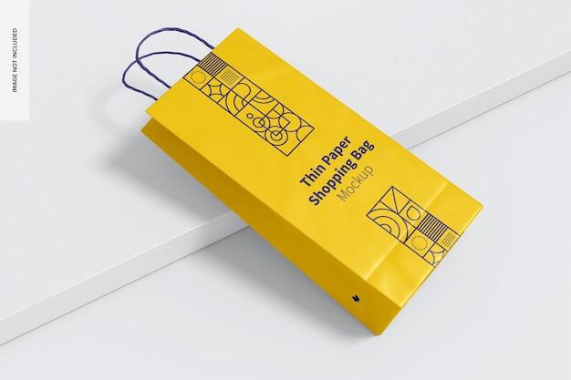 Makieta cienkiej papierowej torby na zakupy, pochylona