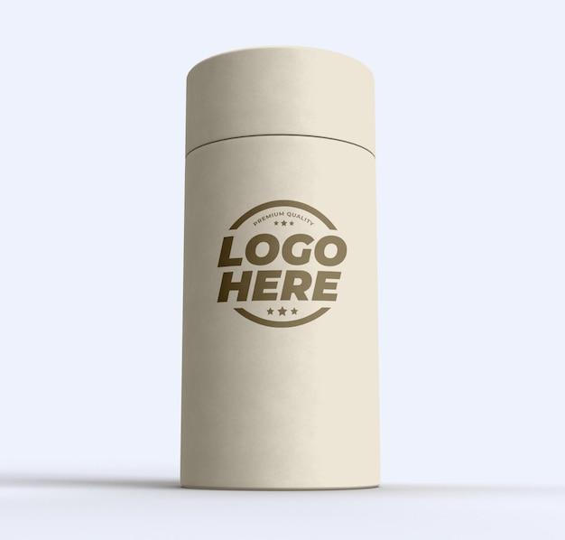 Makieta cylindra z rurką papierową na białym tle