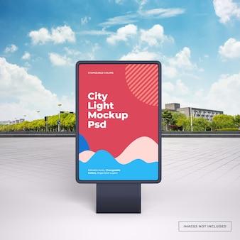 Makieta czarnej pionowej reklamy zewnętrznej stojaka na ulicy miasta
