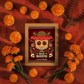Makieta dia de muertos otoczona kwiatami