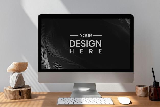 Makieta ekranu komputera z minimalistyczną dekoracją