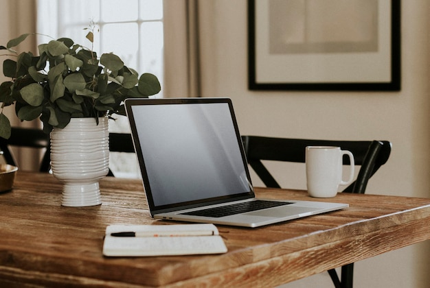 Makieta ekranu laptopa w salonie