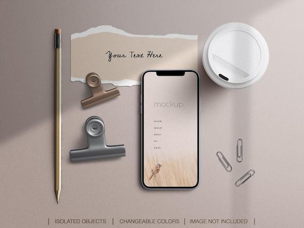 Makieta ekranu telefonu i zestaw kolaży zgranych z papieru