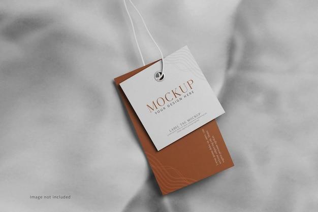 Makieta etykiety etykiety odzieży na miękkiej tkaninie