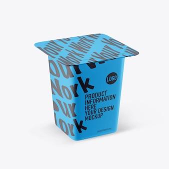 Makieta jogurtu z tworzywa sztucznego na białej przestrzeni
